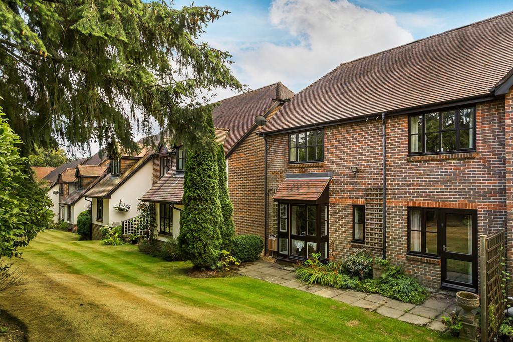 3 Bedrooms Retirement Property for sale in Haslemere