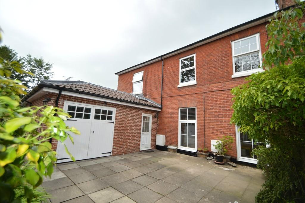 3 Bedrooms End Of Terrace House for sale in Yarmouth Road, North Walsham