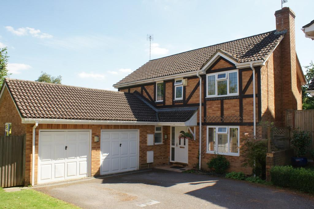 4 Bedrooms Detached House for sale in Tawny Grove, FOUR MARKS, Hampshire
