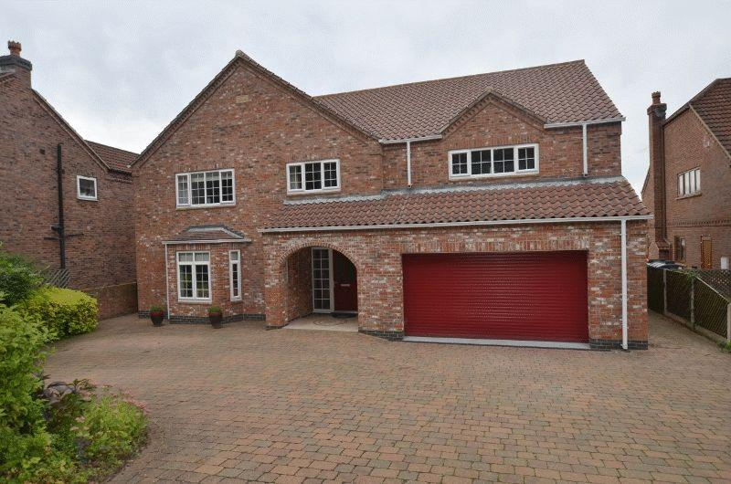 5 Bedrooms Detached House for sale in Station Road, Whitton, Scunthorpe