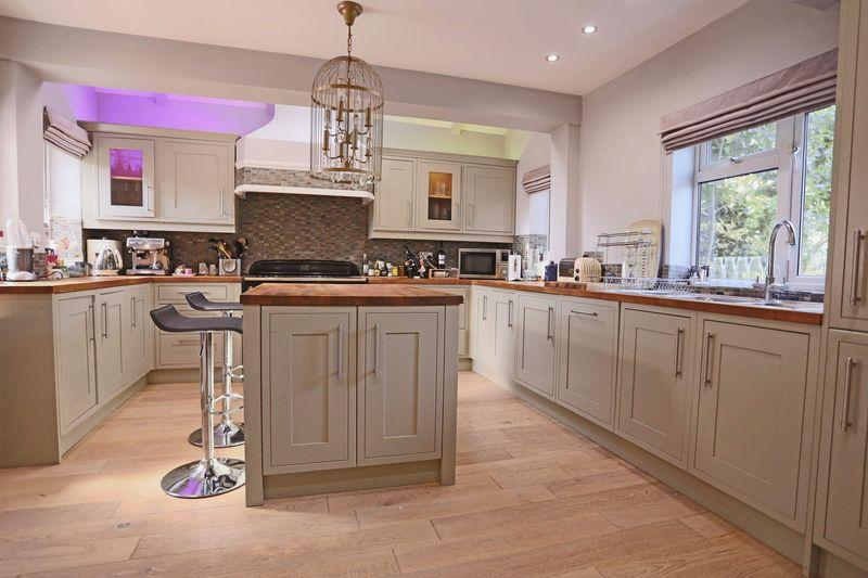 4 Bedrooms Detached House for sale in Mill Lane, Hassocks