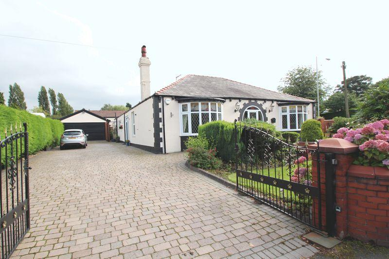4 Bedrooms Detached Bungalow for sale in Hyde Road, Woodley
