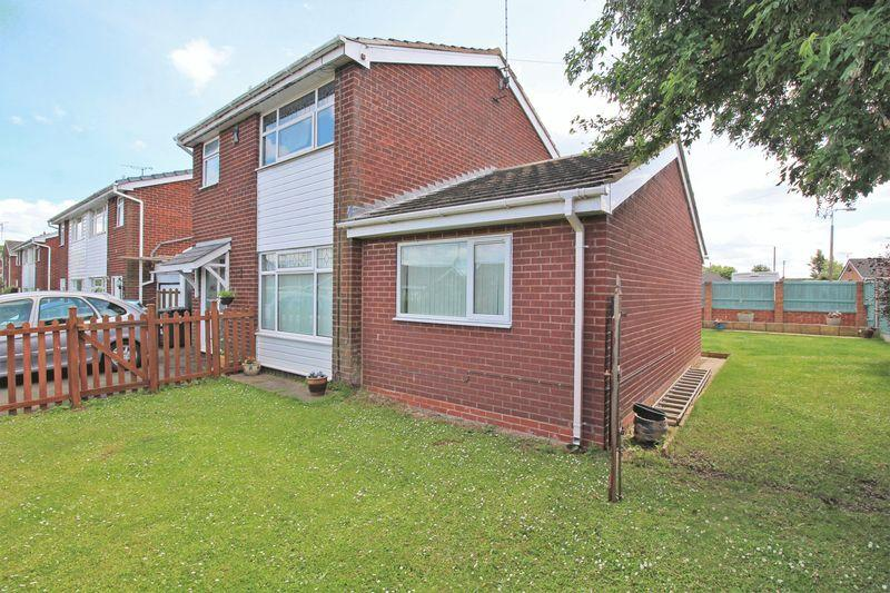 3 Bedrooms Detached House for sale in Offa, Chirk