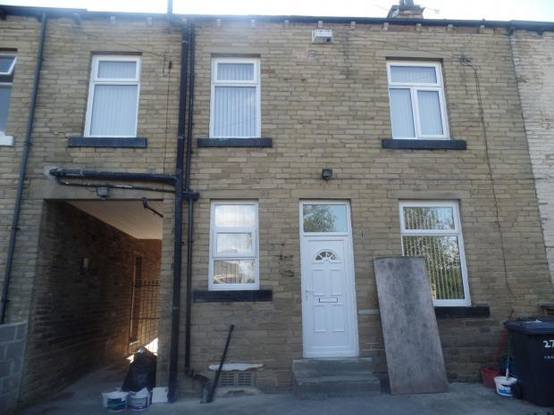 2 Bedrooms Terraced House for sale in Pembroke Street, Bradford, BD5
