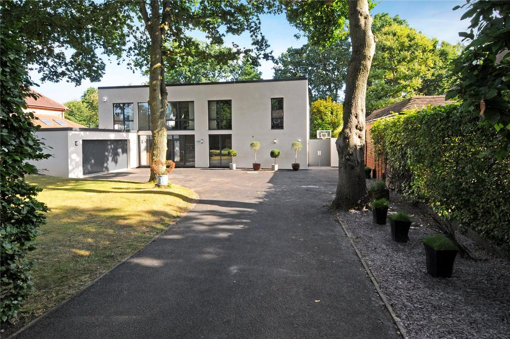 5 Bedrooms Detached House for sale in Oak End Way, Woodham, KT15