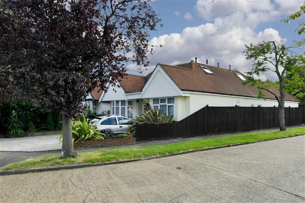 5 Bedrooms Detached House for sale in The Drive, Ewell Court, Surrey