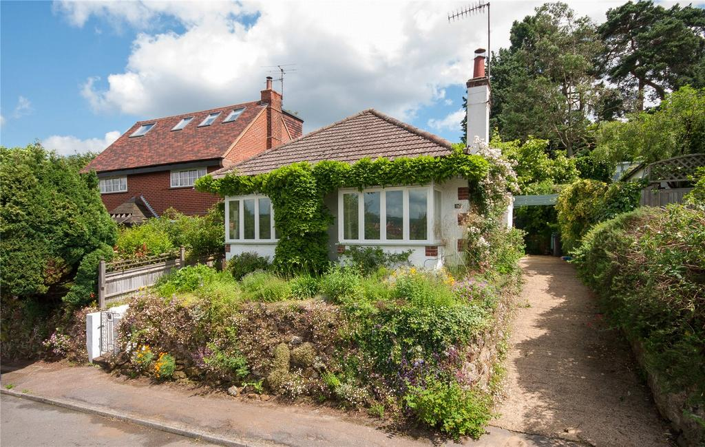 3 Bedrooms Detached Bungalow for sale in Deepdene Gardens, Dorking, Surrey, RH4