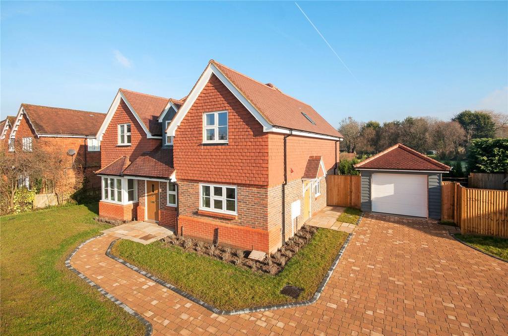 4 Bedrooms Detached House for sale in Wheelers Lane, Brockham, RH3