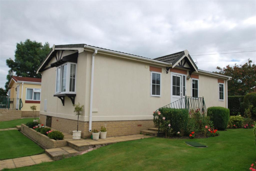 2 Bedrooms Park Home Mobile Home for sale in Woodhouses Park, Chester Road, Frodsham