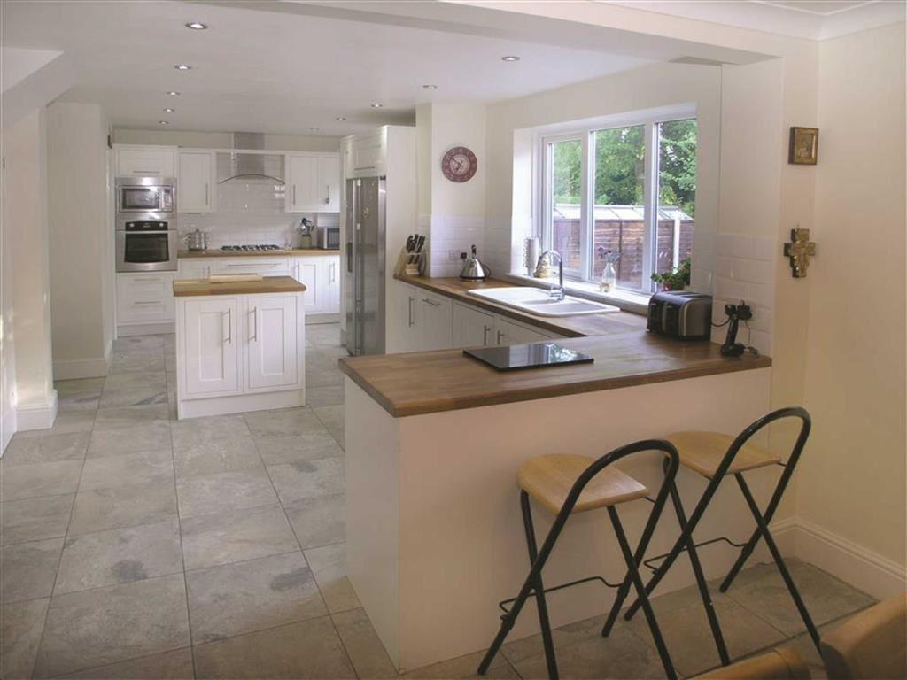 4 Bedrooms Semi Detached House for sale in Southfield, Hessle