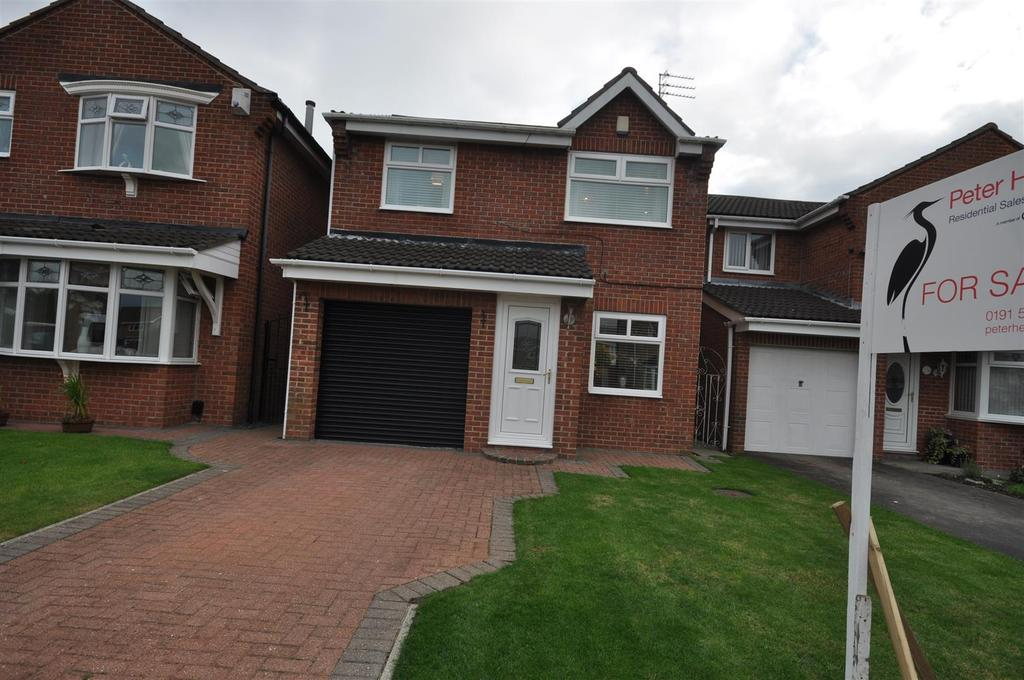 3 Bedrooms Detached House for sale in Welwyn Close, Castletown, Sunderland