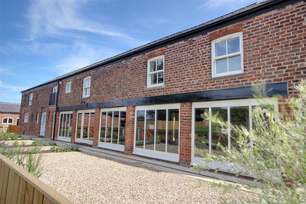 5 Bedrooms Detached House for sale in Willerby Low Road, Willerby, Hull