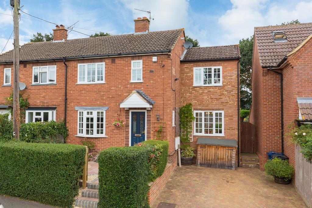 3 Bedrooms Semi Detached House for sale in Forty Green, Beaconsfield