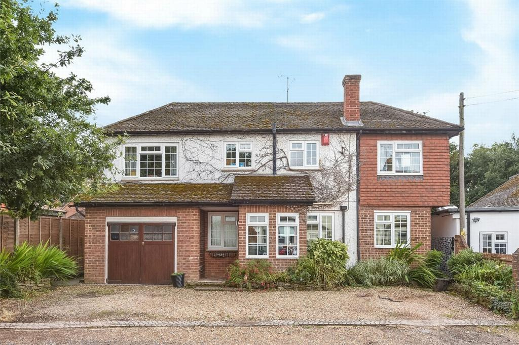 4 Bedrooms Detached House for sale in Mytchett, Camberley, Surrey