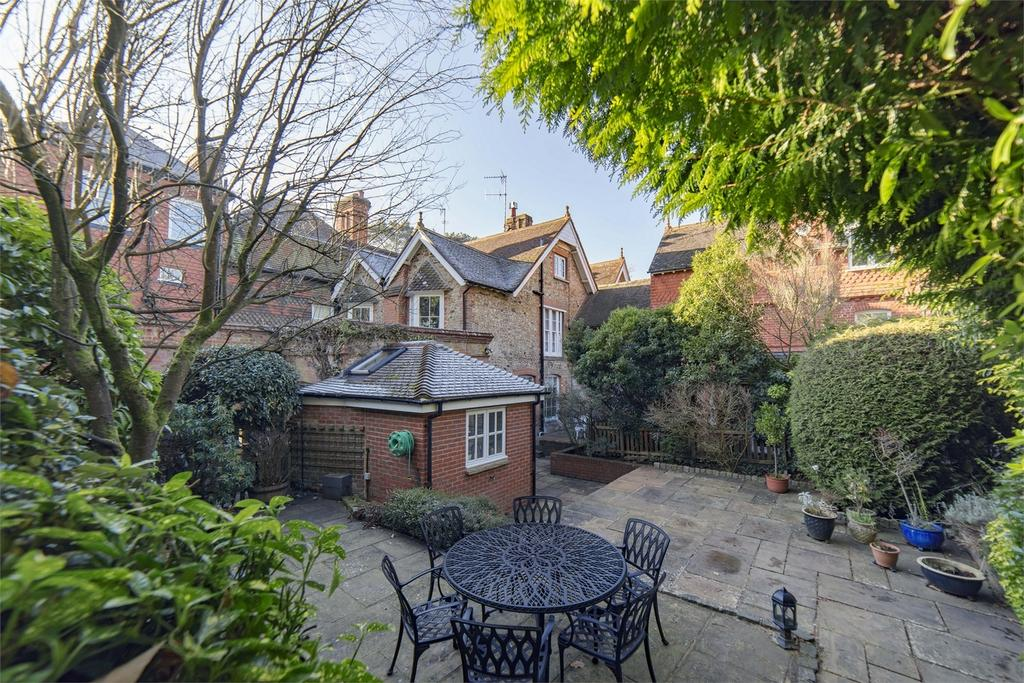 3 Bedrooms House for sale in Frensham, Farnham, Surrey