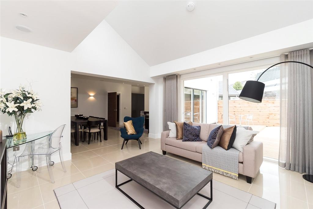 5 Bedrooms Terraced House for sale in Crescent Houses, Brighouse Park Cross
