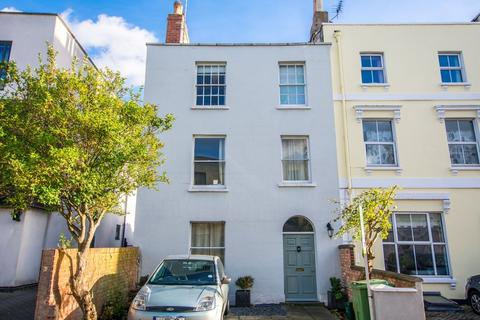 House share to rent - Hewlett Road, Cheltenham GL52 6AD