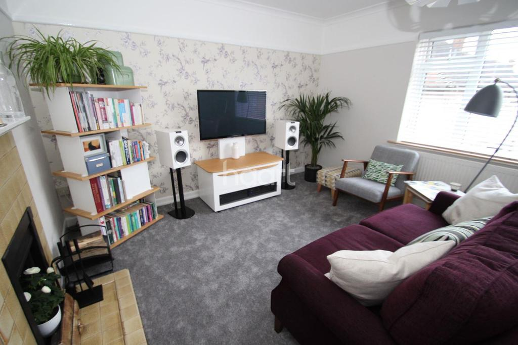1 Bedroom Flat for sale in Burrow Close, Chigwell
