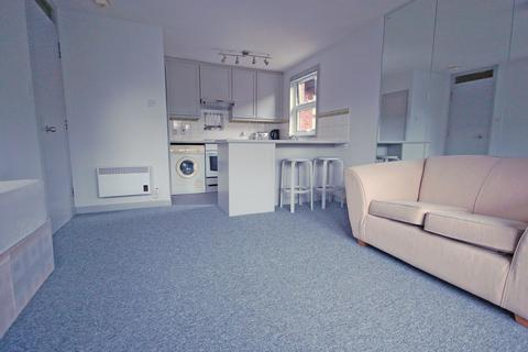 Studio to rent - Wellington Court, Mayfield Road, London, W12