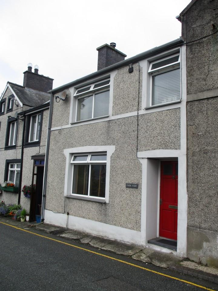 3 Bedrooms Terraced House for sale in Park View, Penrhyndeudraeth LL48