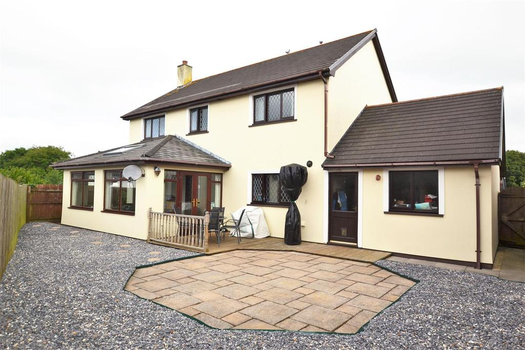 4 Bedrooms Detached House for sale in Kilgetty