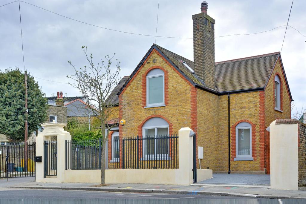 4 Bedrooms Detached House for sale in Ardmere Road, Hither Green, SE13