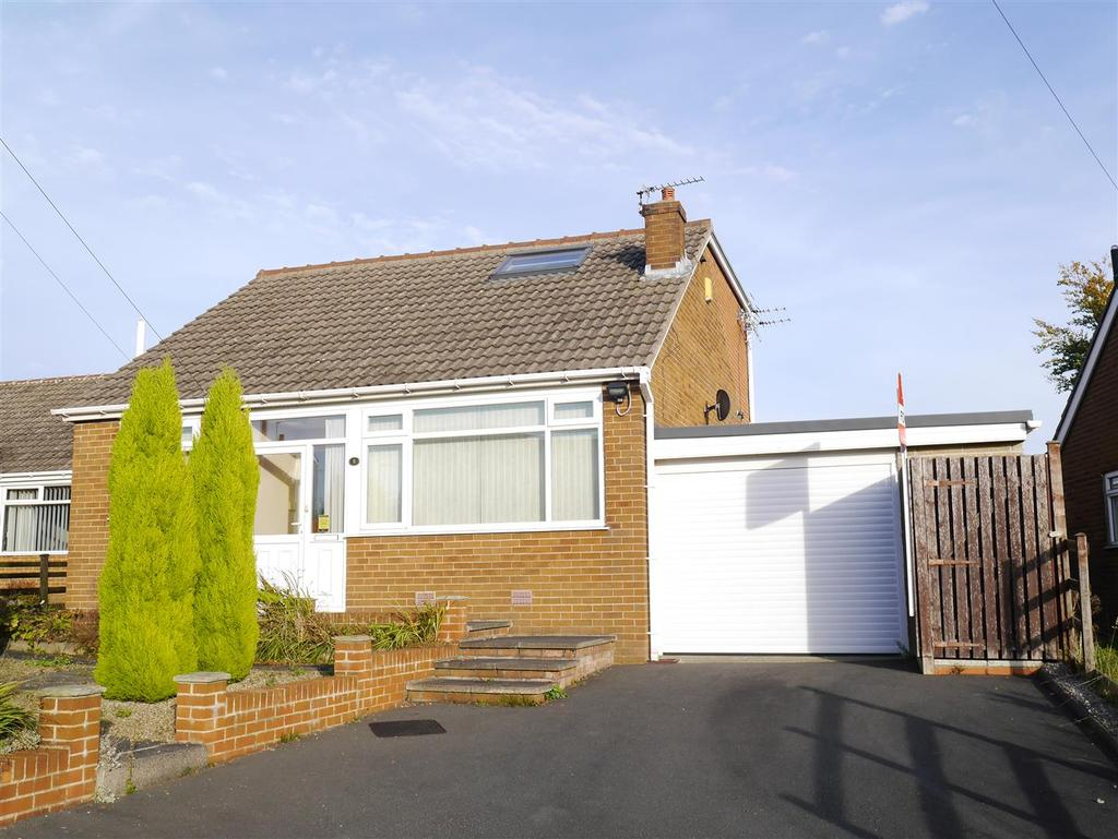 3 Bedrooms Detached Bungalow for sale in Grange Avenue, East Bierley, BD4 6NX