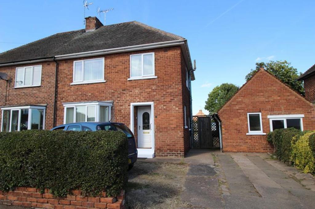 3 Bedrooms Semi Detached House for sale in 22 Oxford Road, Carlton In Lindrick