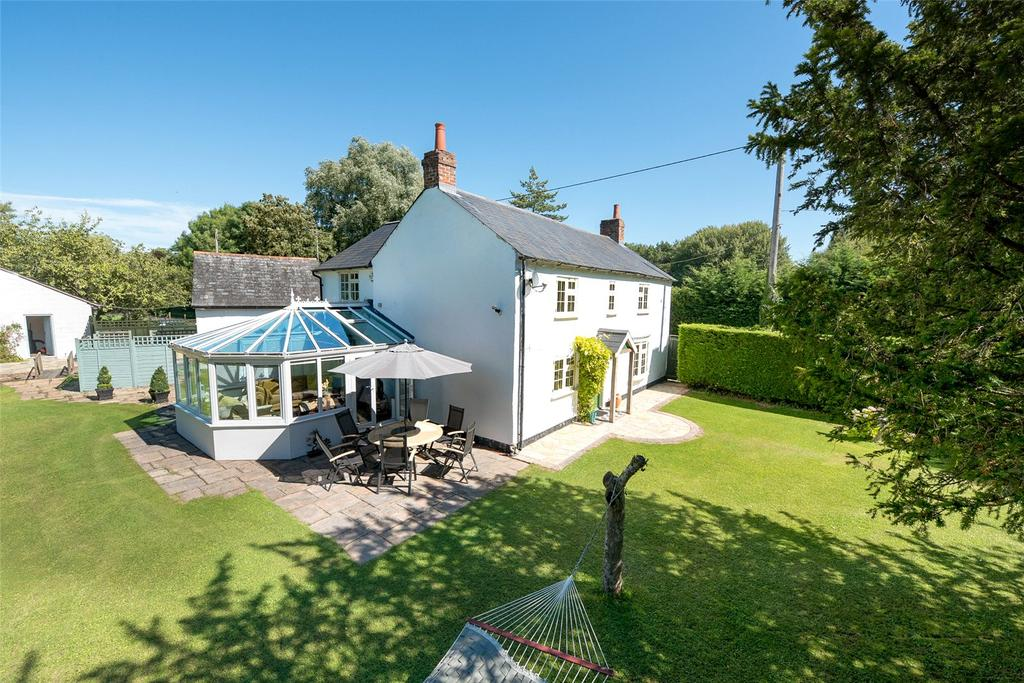 4 Bedrooms Detached House for sale in Upper Clatford, Hampshire, SP11