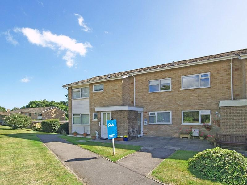 2 Bedrooms Ground Flat for sale in Rowan Drive, Highcliffe, Christchurch