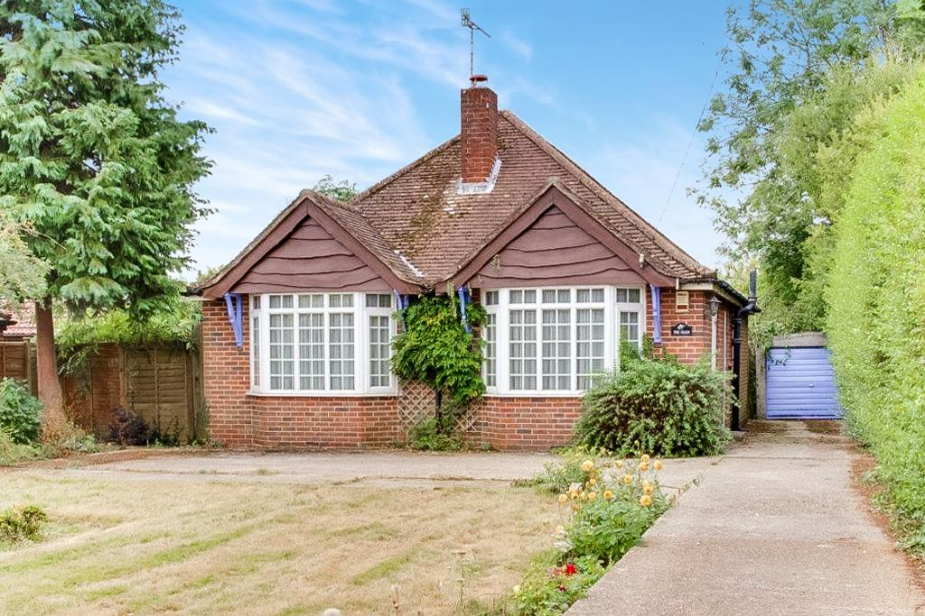3 Bedrooms Bungalow for sale in HAMBLEDON ROAD, DENMEAD