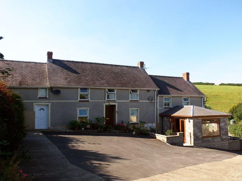 4 Bedrooms Detached House for sale in Pentremeurig Road, Carmarthen, Carmarthenshire.