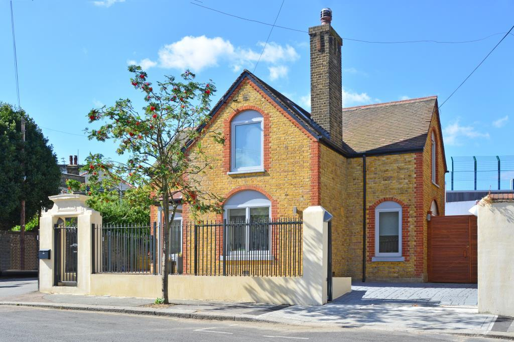 4 Bedrooms Detached House for sale in Ardmere Road, Hither Green, London, SE13