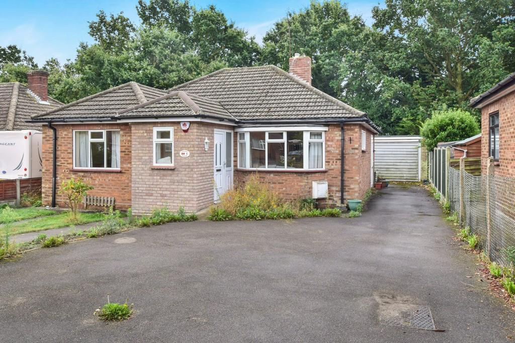 2 Bedrooms Detached Bungalow for sale in Campbell Drive, Colchester