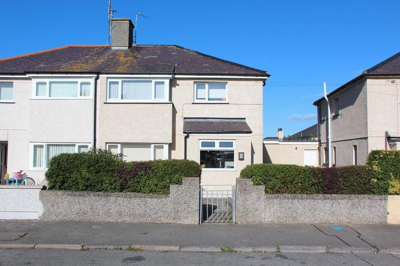 3 Bedrooms Semi Detached House for sale in Queens Park, Holyhead