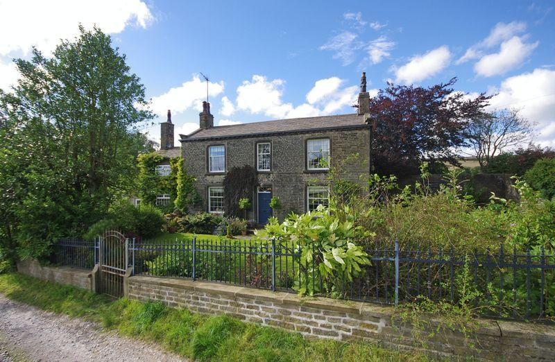 4 Bedrooms Detached House for sale in Brook House, Lane Head Lane, Odgen, HX2 8XN