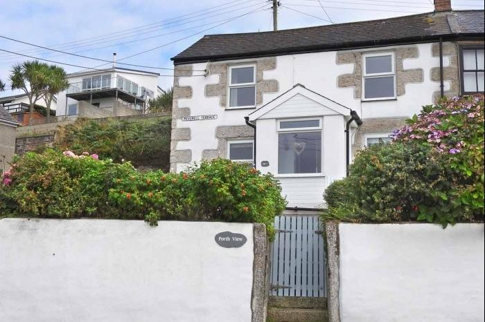 3 Bedrooms Cottage House for sale in Porthview, Peverell Terrace, PORTHLEVEN, TR13