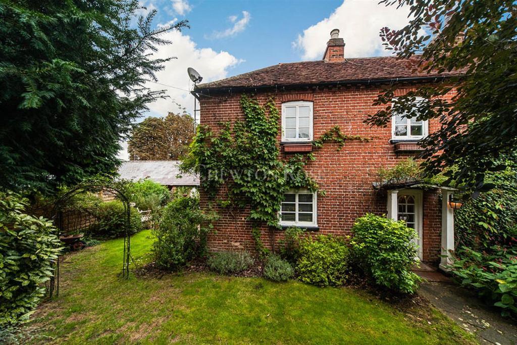 3 Bedrooms End Of Terrace House for sale in Gerrards Cross, Buckinghamshire