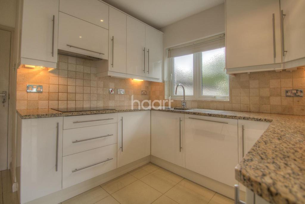 2 Bedrooms Bungalow for sale in The Retreat, NW9