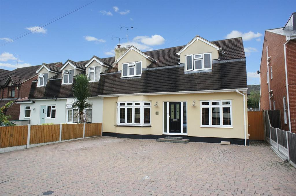 3 Bedrooms Semi Detached House for sale in Hillside Road, Eastwood, Leigh-On-Sea