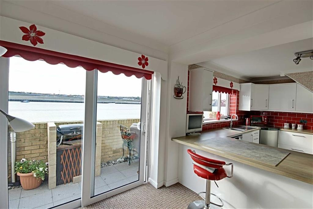 3 Bedrooms Terraced House for sale in Broad Landing, South Shields, Tyne And Wear
