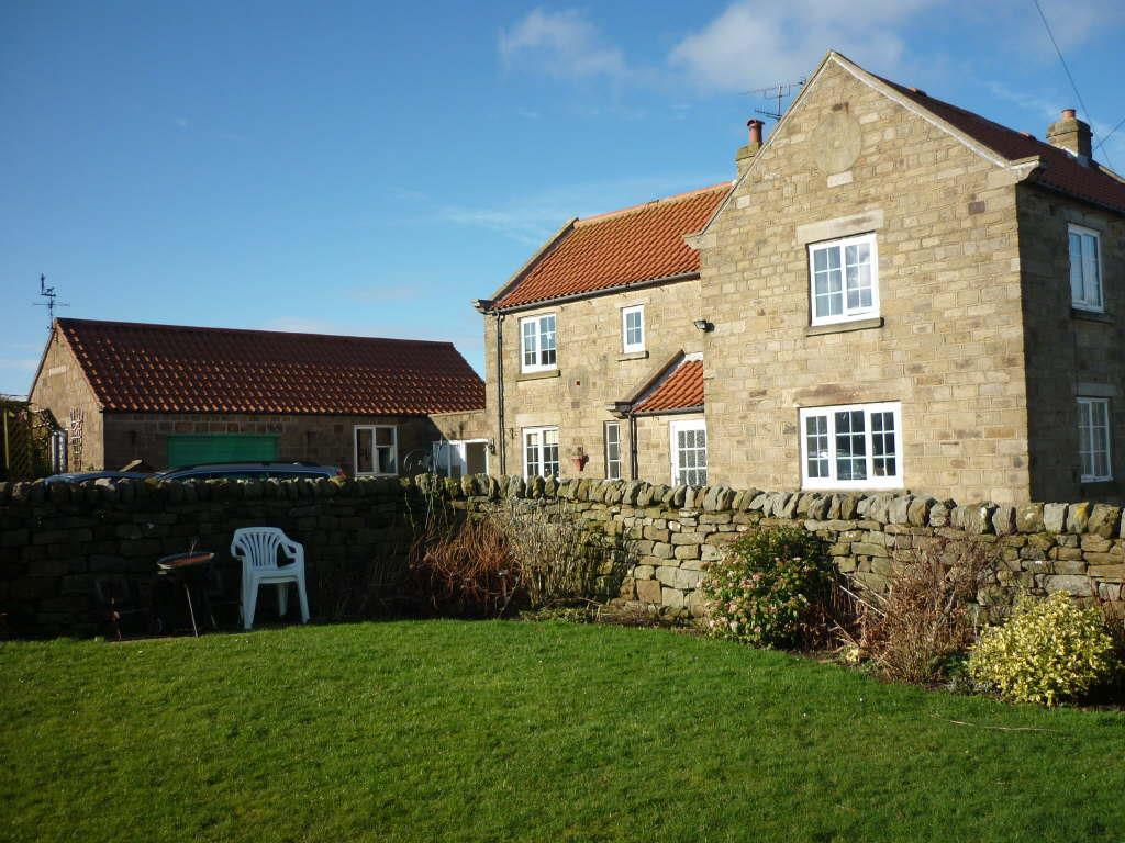 3 Bedrooms Detached House for sale in Staintondale, Scarborough