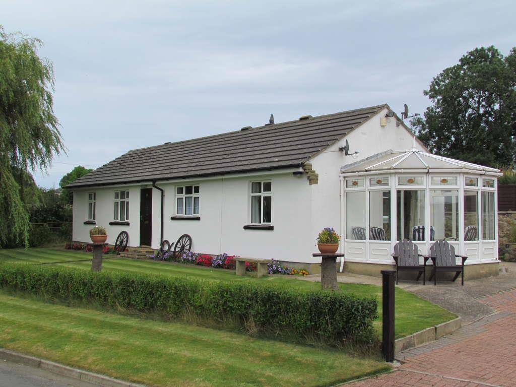 4 Bedrooms Cottage House for sale in Lingholme Lane, Lebberston, Scarborough