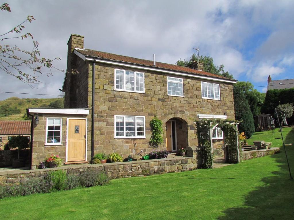 4 Bedrooms Detached House for sale in Rosedale East
