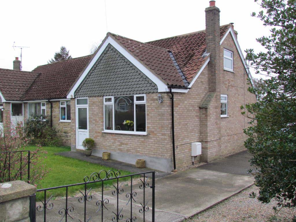 4 Bedrooms Semi Detached Bungalow for sale in Farmanby Close, Thornton Dale, Pickering