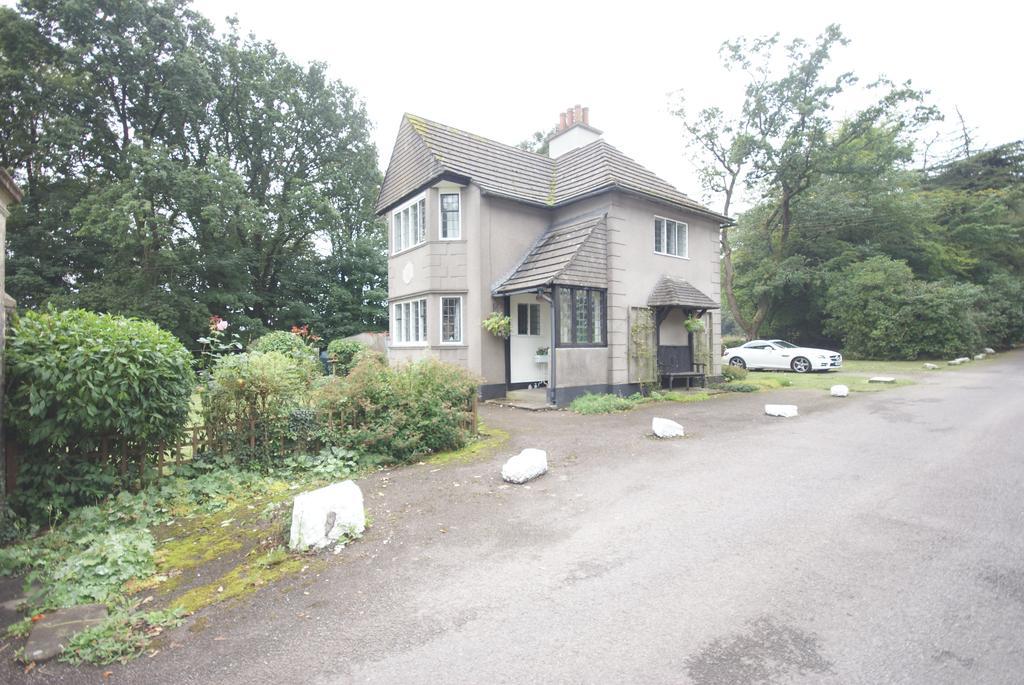 3 Bedrooms Detached House for sale in Maesruddud Lane, Blackwood NP12
