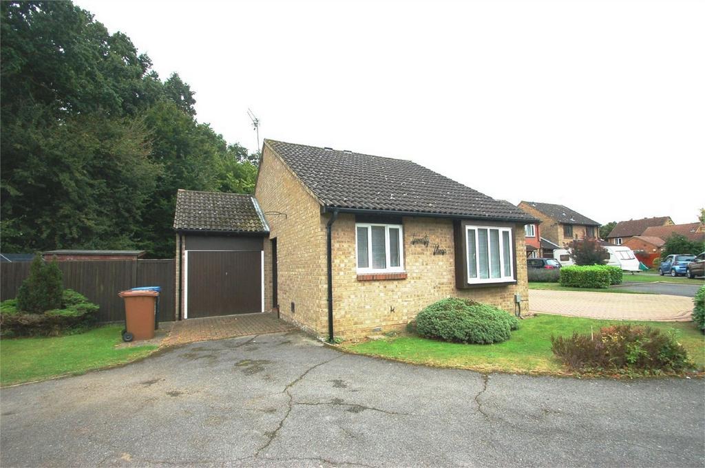 2 Bedrooms Detached Bungalow for sale in Birchall Wood, Welwyn Garden City, Hertfordshire