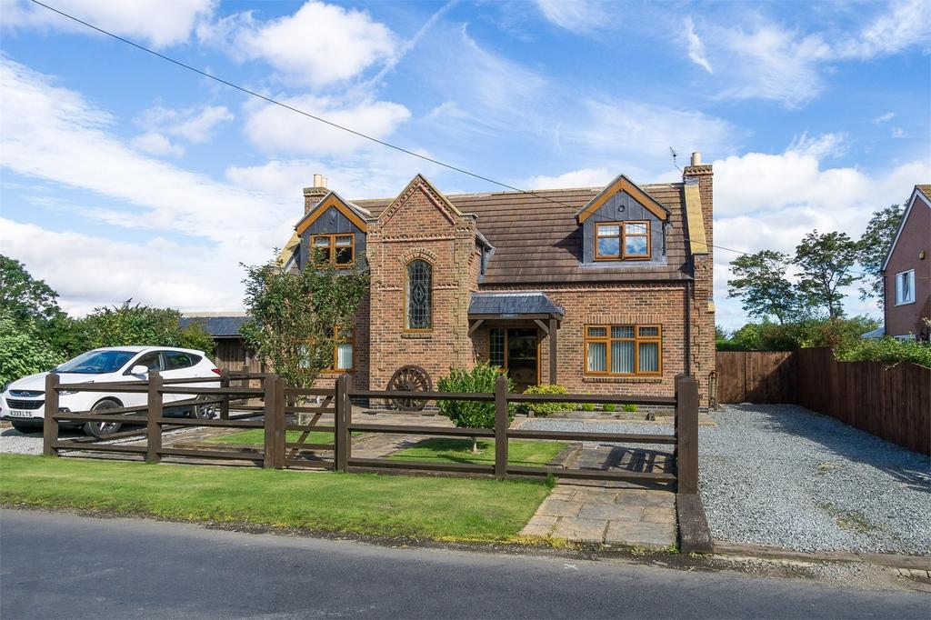 4 Bedrooms Detached House for sale in North Leys Road,, Hollym, East Riding of Yorkshire