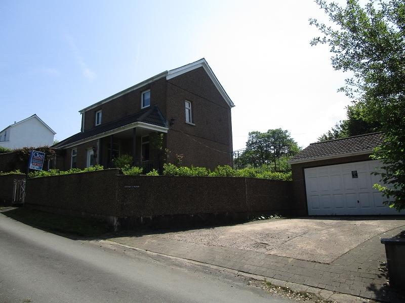 3 Bedrooms Detached House for sale in Heol Tredeg Upper Cwmtwrch, Swansea.