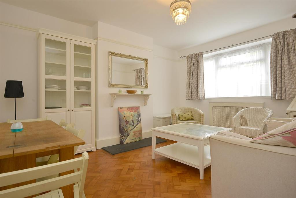 2 Bedrooms Flat for sale in Balham Park Road, Balham, SW12